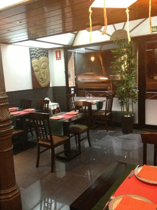 Pad thai madrid paseo del prado fotos y restaurante for Restaurante calle prado 15 madrid