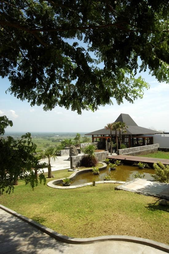 Spot Prewedding Jogja Outdoor Abhayagiri Restaurant: Popular Restaurants In Yogyakarta