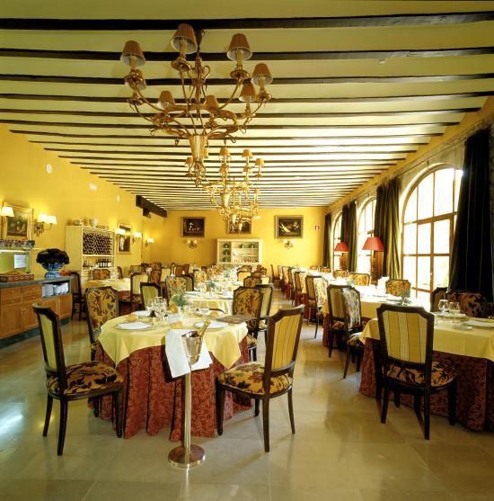 Restaurante parador de santillana gil blas restaurante el for Posada el jardin santillana del mar