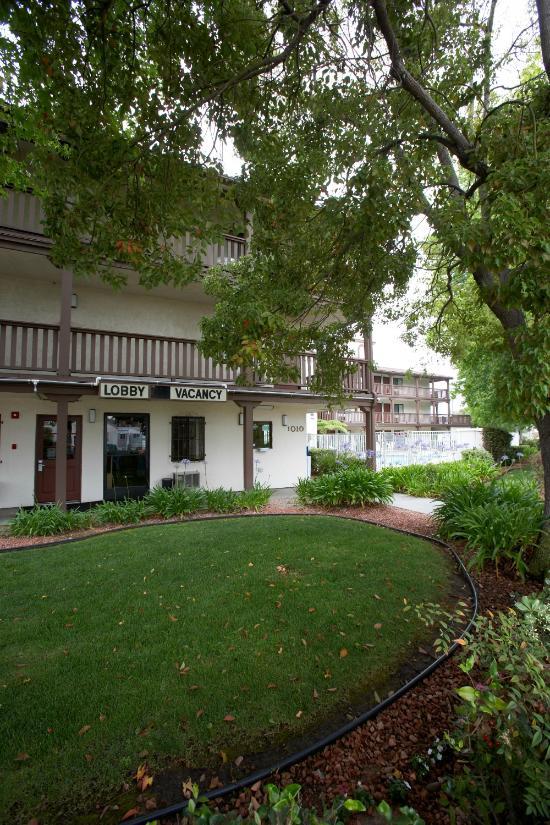 E Z 8 Motel South Bay