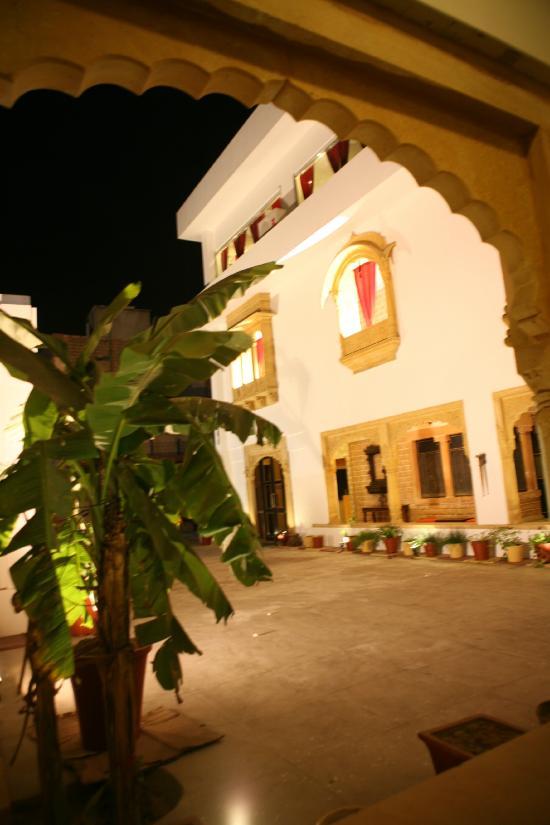 메그 니와스 호텔
