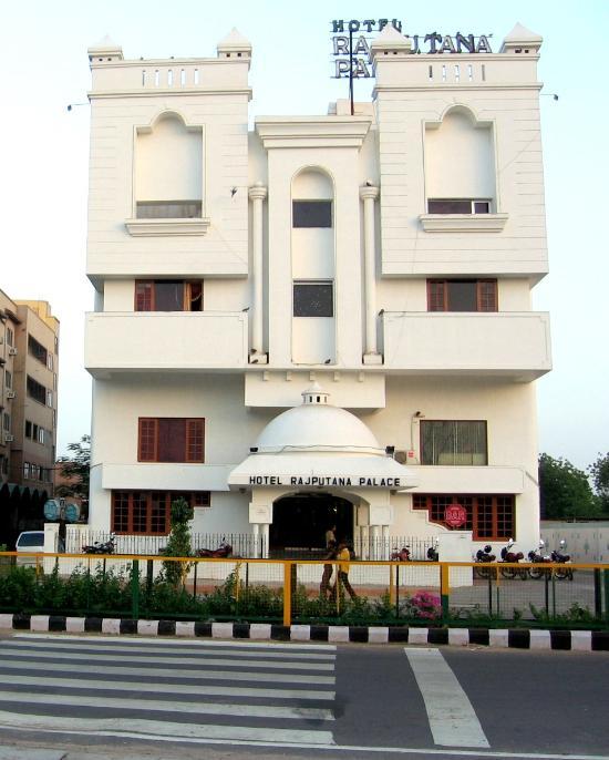 Hotel Rajputana Palace & ZO Rooms