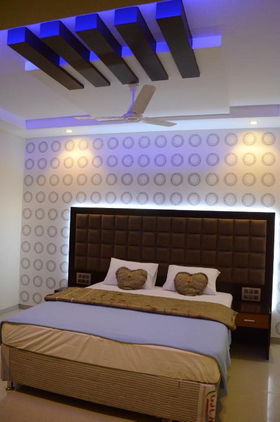 Hotel Jhankar Palace
