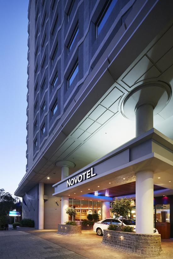 โรงแรมโนโวเทลแลงเกลย์เพิร์ธ
