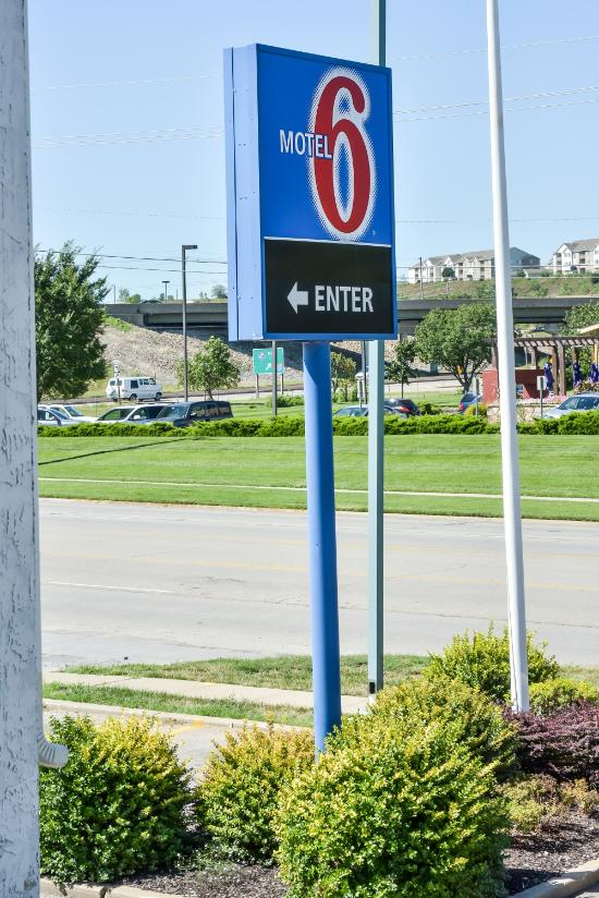 Motel 6 Topeka West