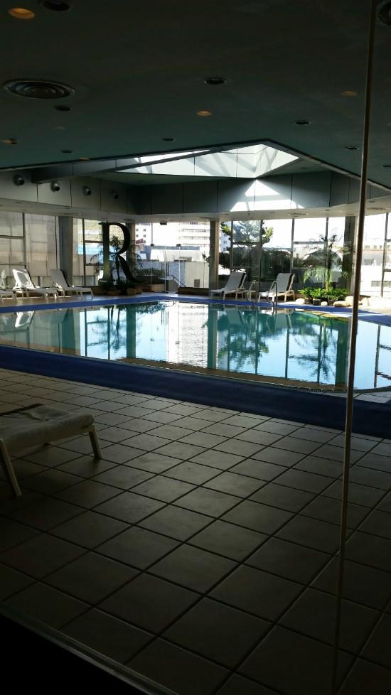 Renaissance shanghai yangtze hotel chine voir les for Renaissance piscine