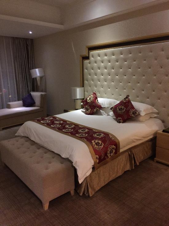 New Century Grand Hotel Luohe Henghui