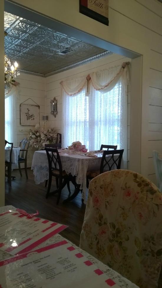 Uniquely Yours Tea Room Corsicana Tx