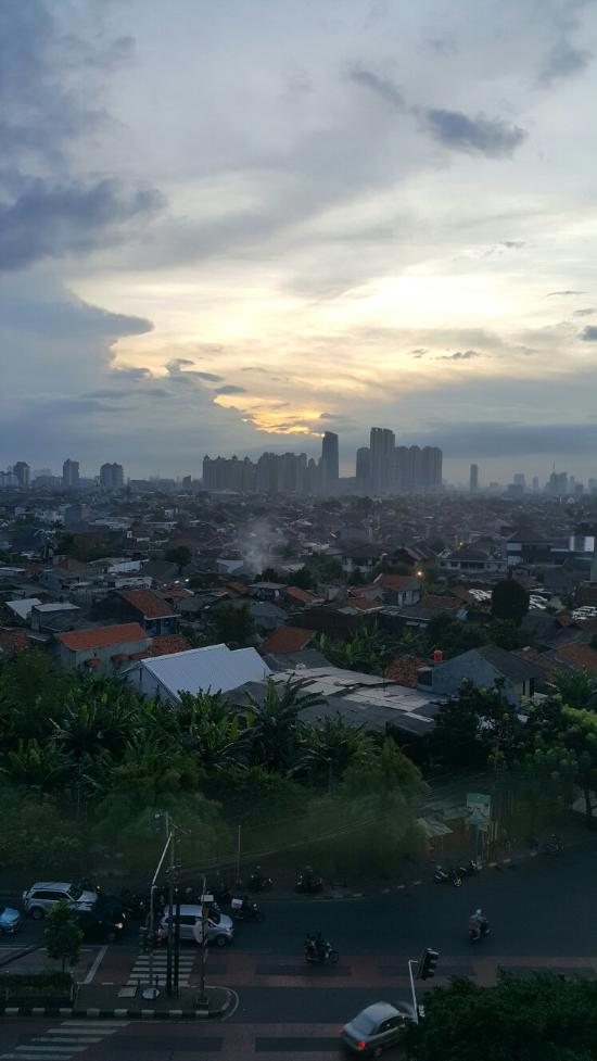 The Cheapest Way from Jakarta Airport to City - Discover