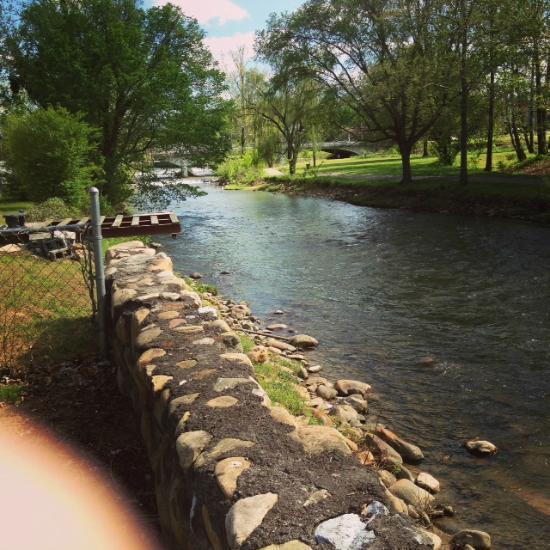 Doe River Inn