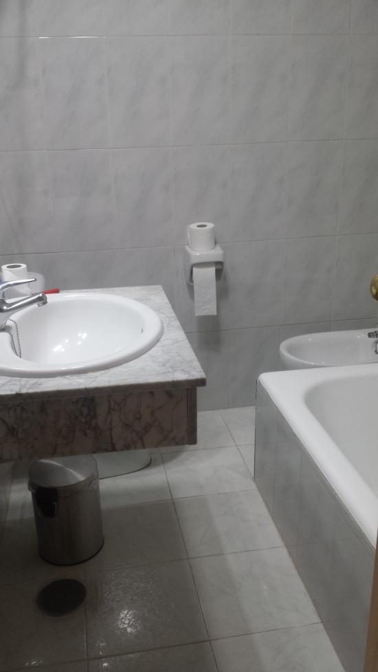 Marconfort griego hotel from 106 1 1 1 updated for Bathroom showrooms costa del sol