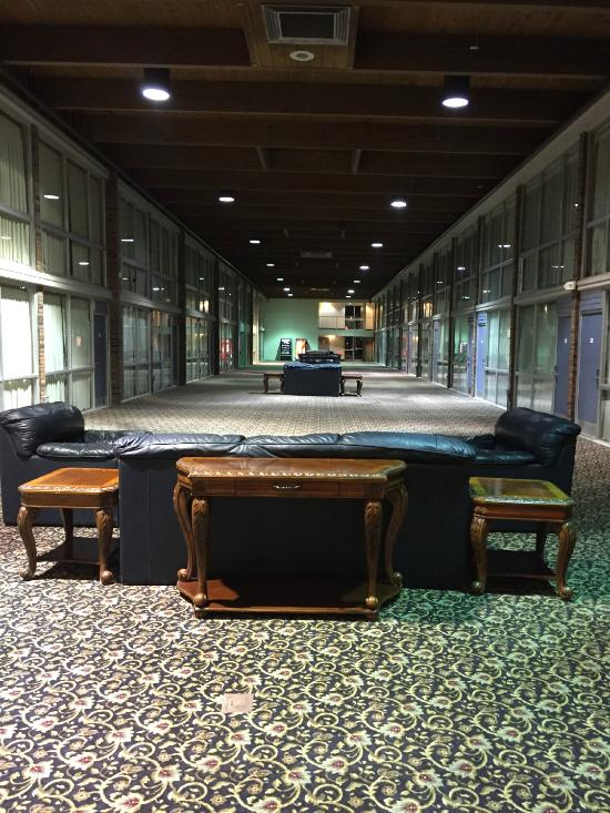 Atrium Hotel And Conference Center 50 6 4 Updated 2018 Room Prices Reviews Hutchinson Ks Tripadvisor