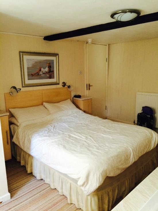 Lodgehill Hotel