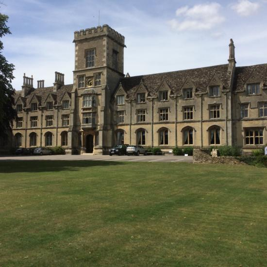 Hotels In Cirencester With Parking