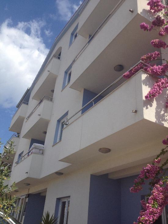 Apartments Alajbeg