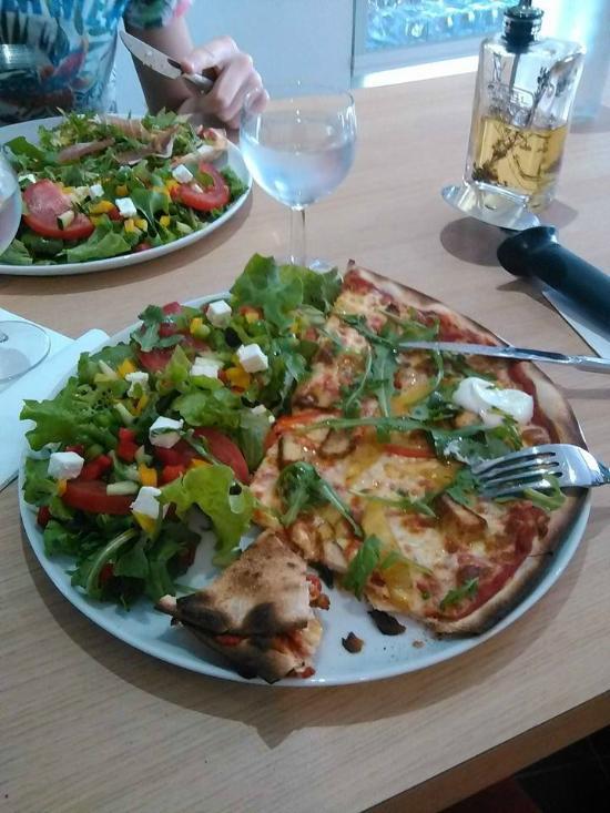 pizza st pierre cholet restaurant reviews phone number photos tripadvisor. Black Bedroom Furniture Sets. Home Design Ideas