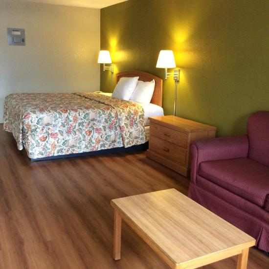 Stratford House Inn & Suites