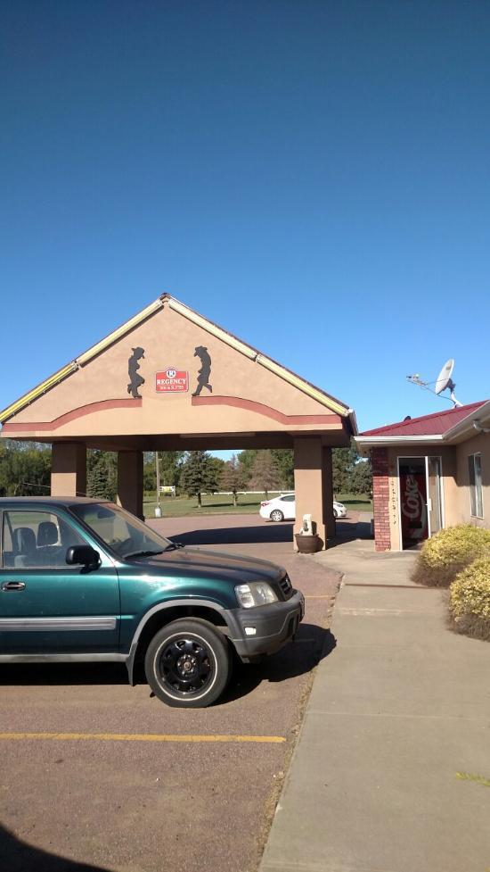 Cedar shore resort oacoma sd 2016 hotel reviews for Best western lee s motor inn chamberlain sd