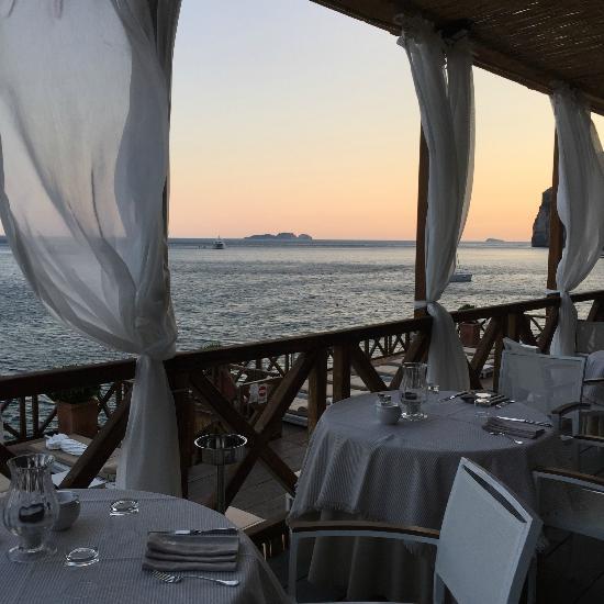 Positano Apartments: Remmese-beach-club-restaurant.jpg
