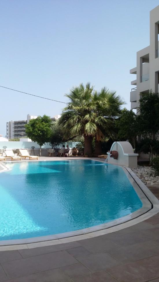 Parasol Hotel & Apartments