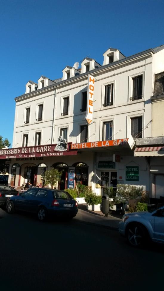 Hotel de la gare montlu on voir les tarifs et 22 avis for Tarifs hotel