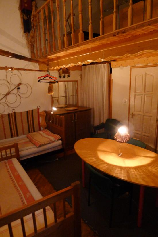 Locomotive Light Hostel & Apartments