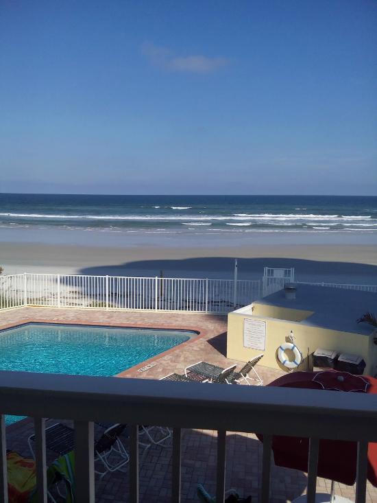 Holiday Shores Beach Club