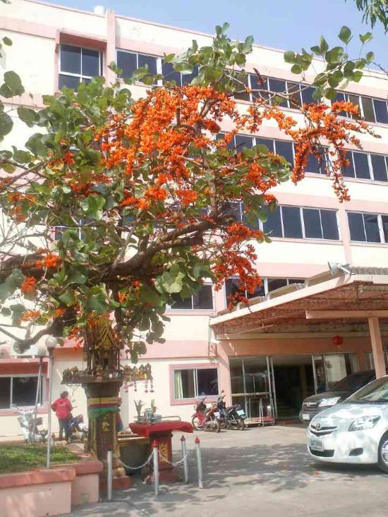 Charoensri Palace Hotel