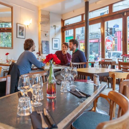 Le valmy paris canal saint martin restaurant avis num ro de t l phone photos tripadvisor - Restaurant quai de valmy ...