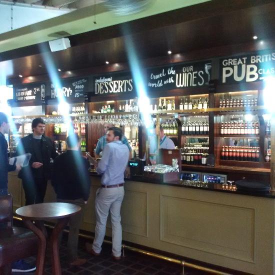 The Globe Bar And Kitchen Southampton Airport