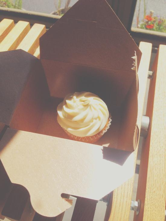 the BEST pumpkin spice cupcake