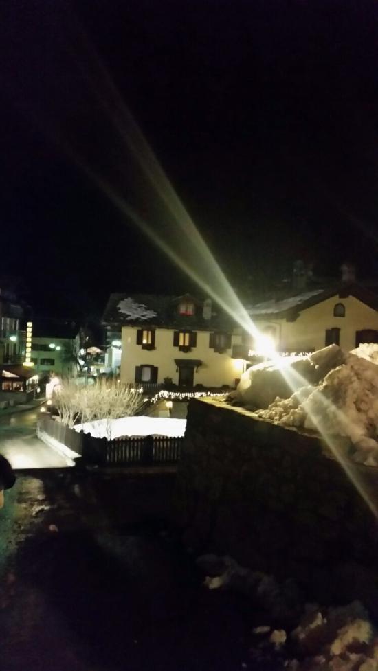 Hotel meuble laurent courmayeur italie voir les for Meuble berthod courmayeur
