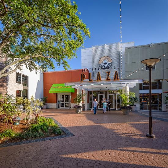 International Plaza & Bay Street Mall. International Plaza, adjacent to Tampa International Airport, is the most distinctive shopping and dining destination of Florida's West Coast.