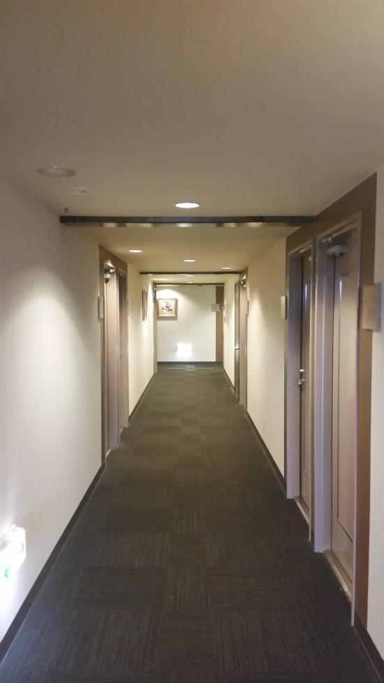 โรงแรมรูทอินน์คอร์ท คารูอิซาวะ