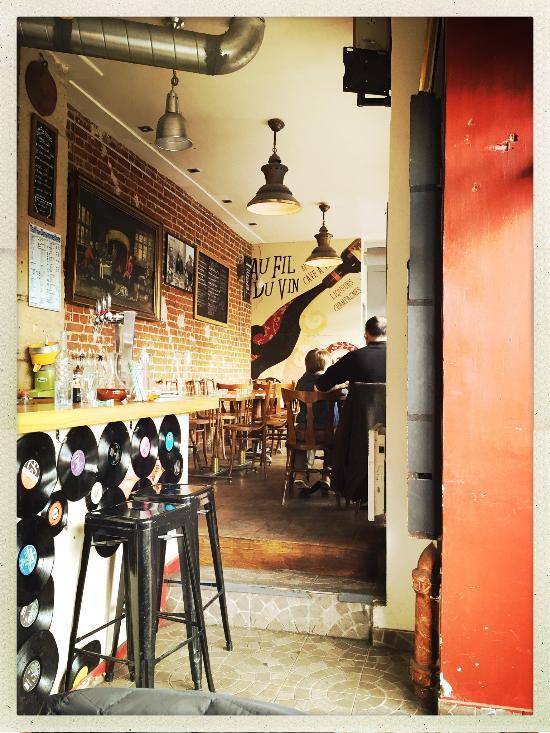 Au fil du vin paris canal saint martin restaurant avis num ro de t l phone photos - Restaurant quai de valmy ...