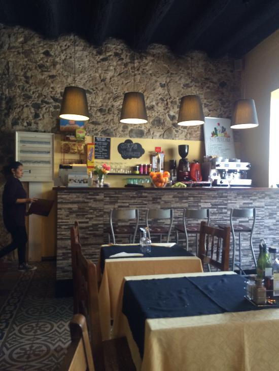 La confian a bar restaurante la roca del vall s fotos for Restaurante la roca