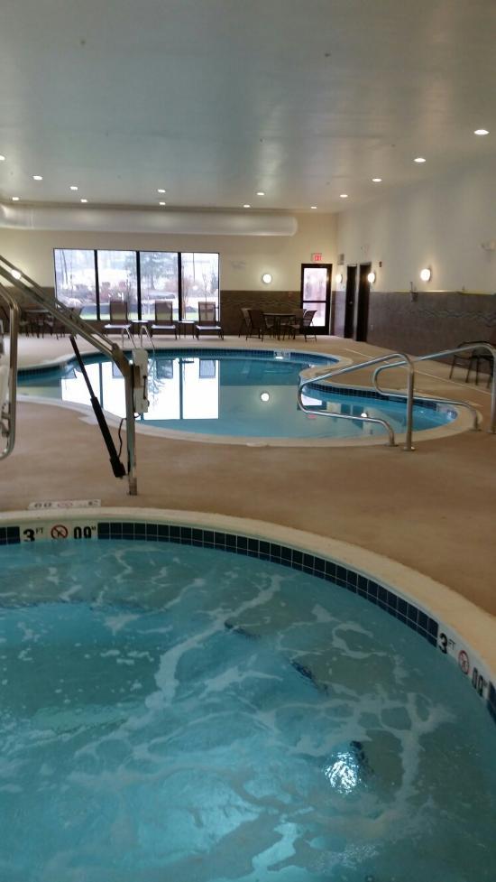 Holiday Inn Express Amp Suites La Vale Cumberland