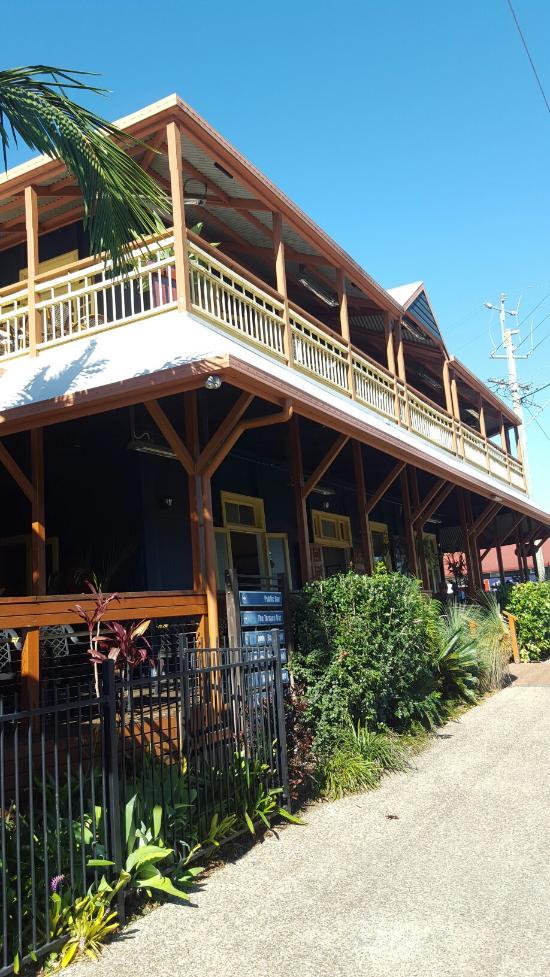Woodford Village Hotel / Motel