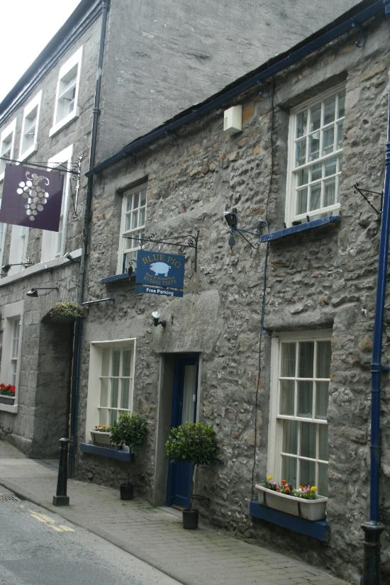 Blue Pig Bed and Breakfast