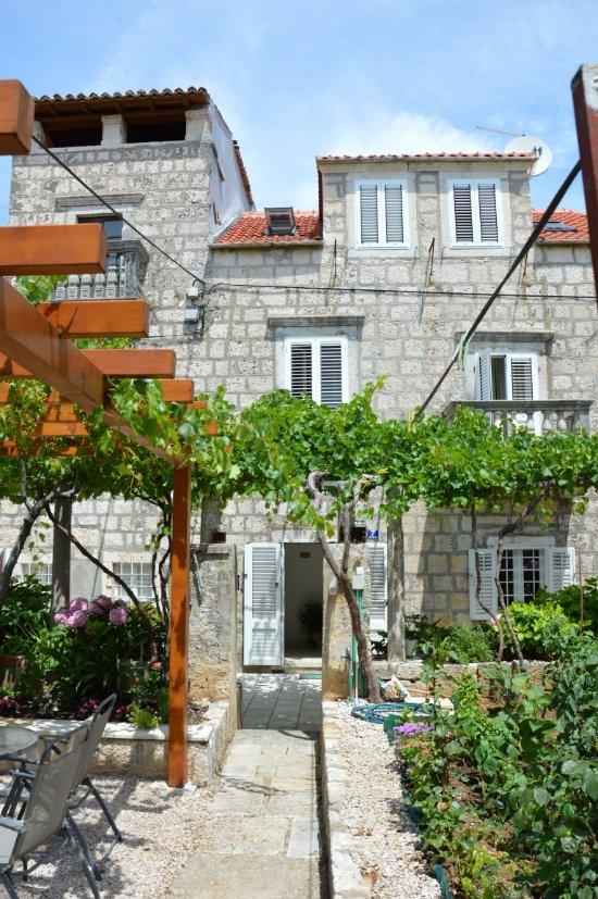 Jakov Apartments