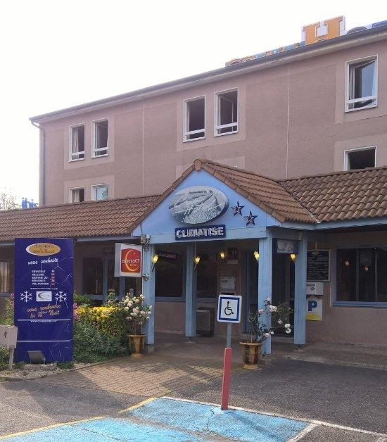 Crau Hotel