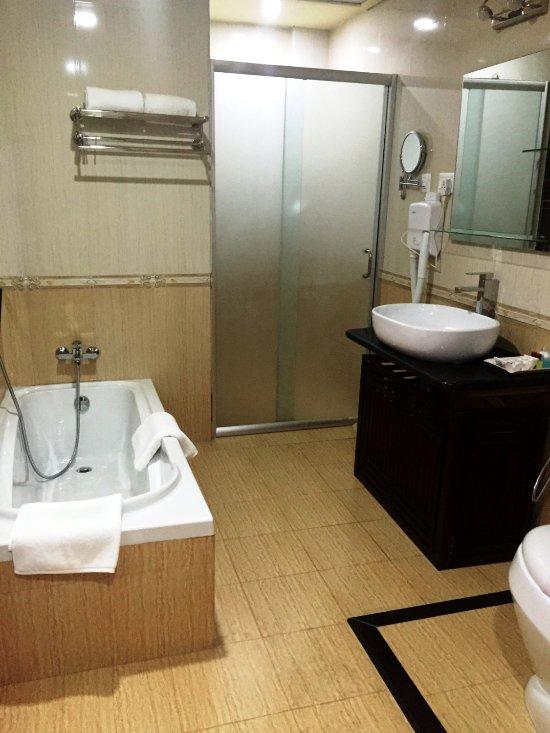 TASHI NAMGAY GRAND - Prices & Hotel Reviews (Phuentsholing
