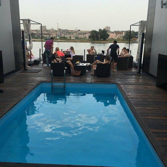 Rode Relax Fauteuils.Aparthotel Relax Me Condominium Reviews Belgrade Serbia
