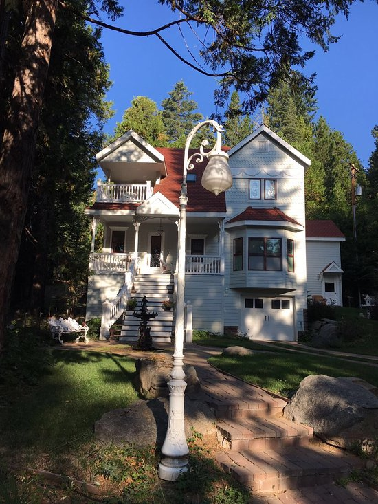Tin lizzie inn updated 2017 b b reviews price for Fish camp ca lodging