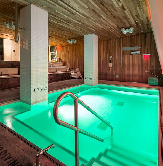 Hotels Near York With Swimming Pool