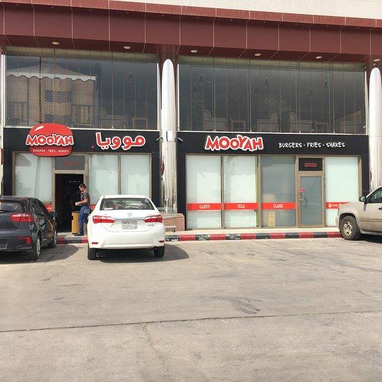 Mooyah Burgers Fries Shakes Riyadh Restaurant Reviews Photos Phone Number Tripadvisor