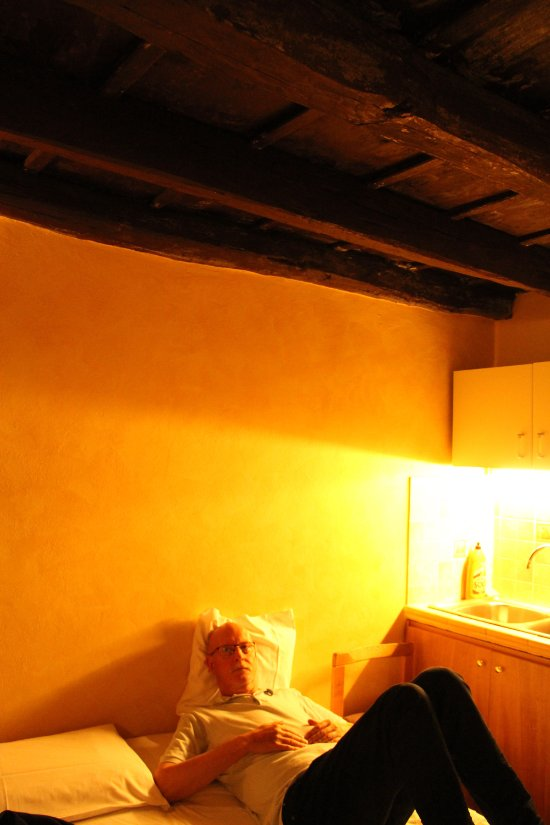 Rent Room 319