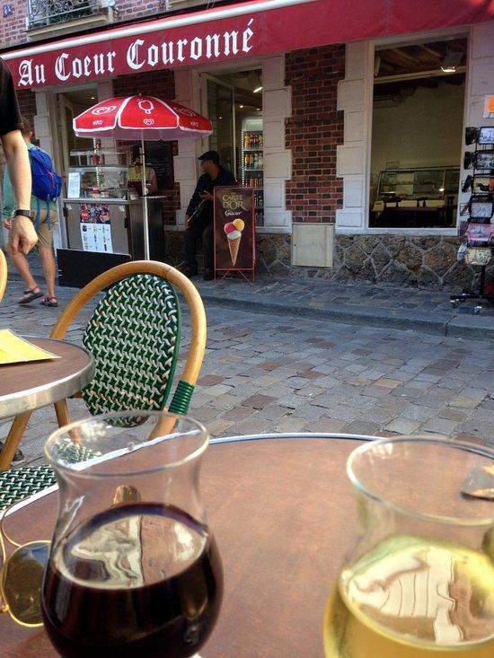 irish pub montmartre paris montmartre restaurant avis photos tripadvisor. Black Bedroom Furniture Sets. Home Design Ideas