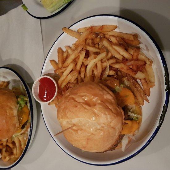 Restaurant paris new york dans paris avec cuisine for Passe plat cuisine americaine