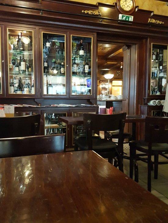 cafe madrid d sseldorf restaurant bewertungen telefonnummer fotos tripadvisor. Black Bedroom Furniture Sets. Home Design Ideas
